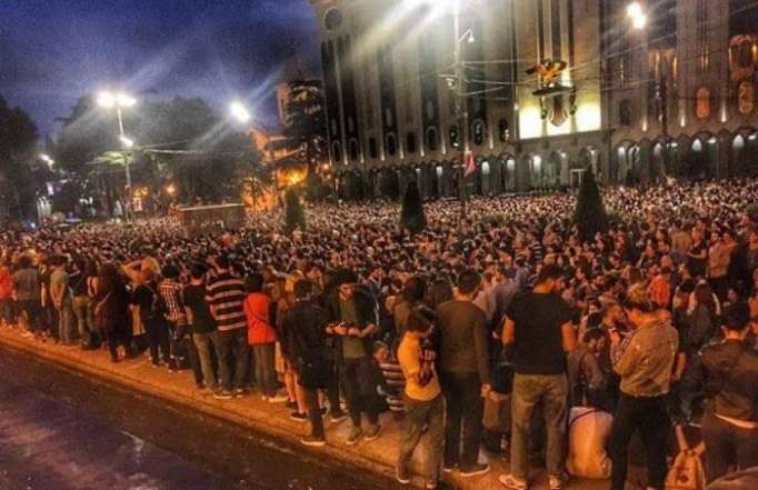 Tbilisidə kütləvi etirazlar davam edir - (Yenilənib)