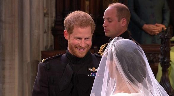 """رسيماً.. الأمير هاري وميغان في """"قفص الزوجية الملكي"""""""