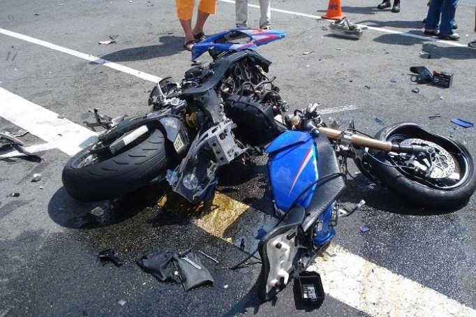 Bakıda motosiklet ağır qəza törətdi, ölən var
