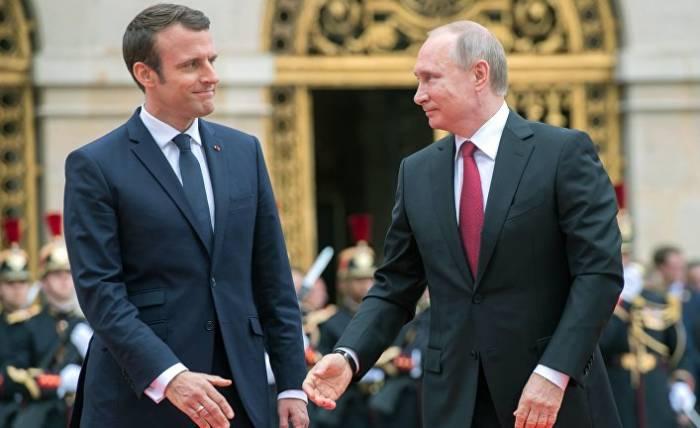 Putin Makronla Trampın qərarını müzakirə edib