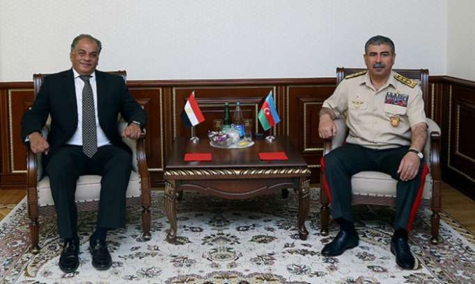 Azerbaijan Defense Minister meets with Egypt