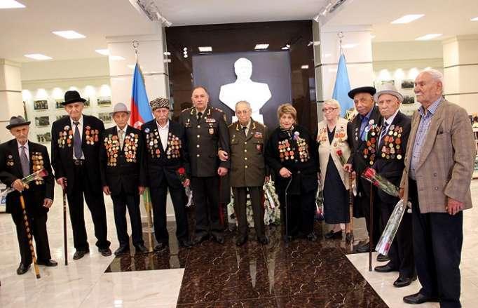 General Vəliyev müharibə veteranları ilə görüşüb