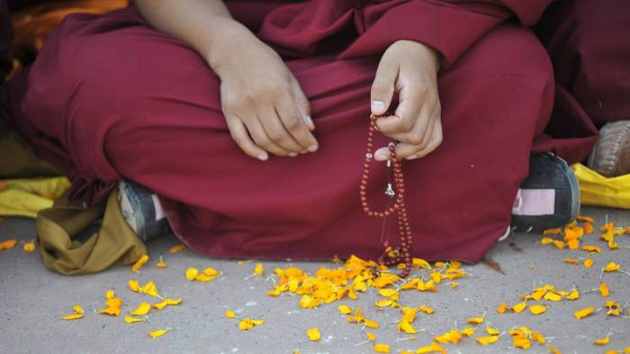 Alles andere als Zen: Mönch aus Japan verklagt Kloster wegen Depression