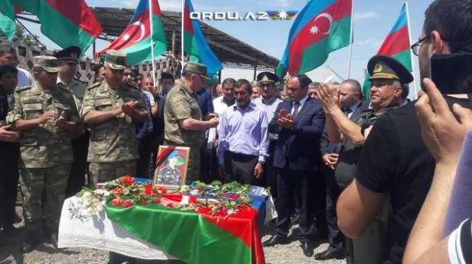 Şəhidin medalı atasına təqdim edildi - FOTOLAR