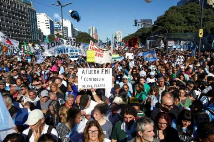 Thousands protest Argentina