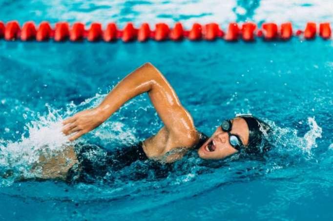 Comment améliorer sa technique de nage