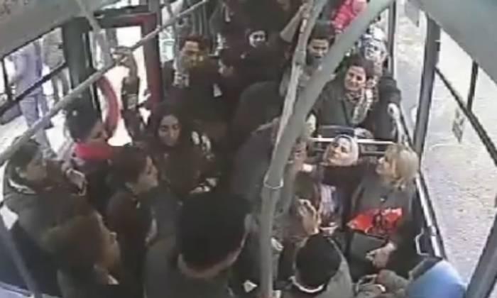 Avtobus sürücüsü 25 qəpiyə görə döyülüb - VİDEO
