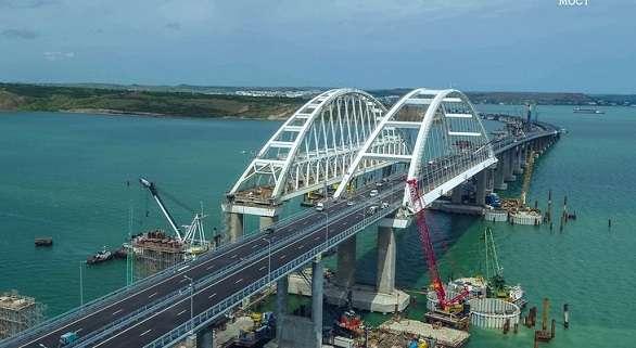 بوتين يدشن جسراً ضخماً يربط القرم بروسيا -فيديو