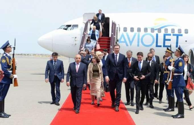 الرئيس الصربي يصل الى باكو