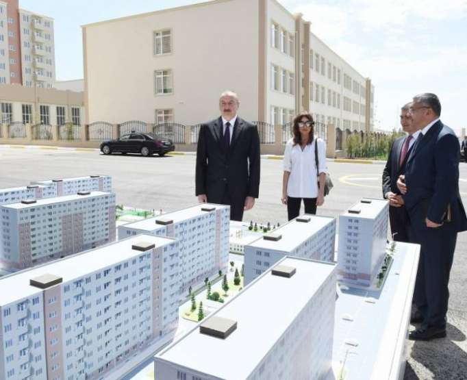 الرئيس الأذربيجاني يشارك في حفل افتتاح مجمع سكني جديد للنازحين