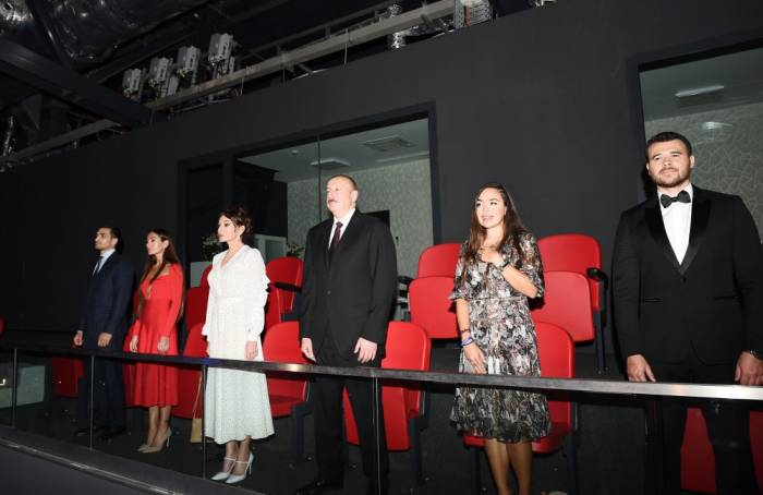 İlham Əliyev ailəsi ilə birlikdə konsertdə - FOTOLAR (Yenilənib)