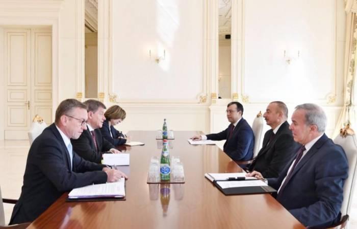 Ilham Aliyev a reçu une délégation menée par le directeur général de l'OIT