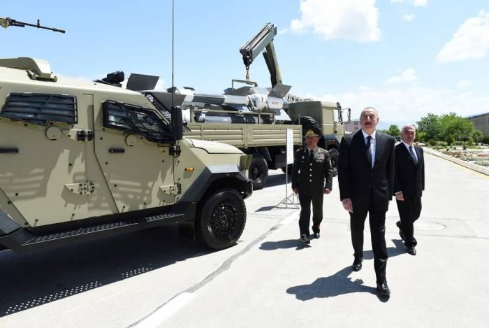 İlham Əliyev yeni hərbi texnika ilə tanış olub - FOTOLAR