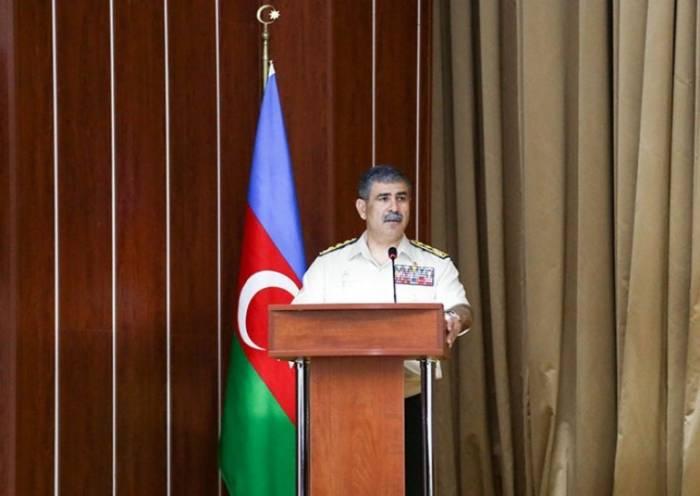 """""""El aumento del potencial militar de Azerbaiyán conllevó la quebrada de Armenia""""-el coronel general"""