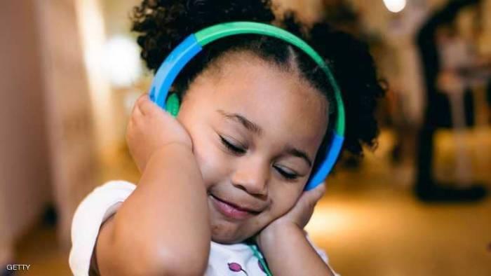 دراسة تحذر: سمع الأطفال في خطر