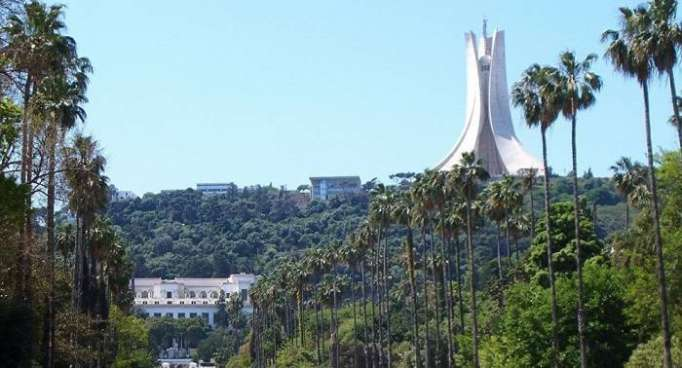 Le Premier ministre algérien s'exprime sur les attaques ciblant son pays