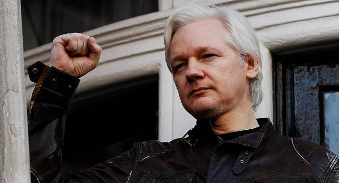 Assange meets Australian officials for first time since taking refugee