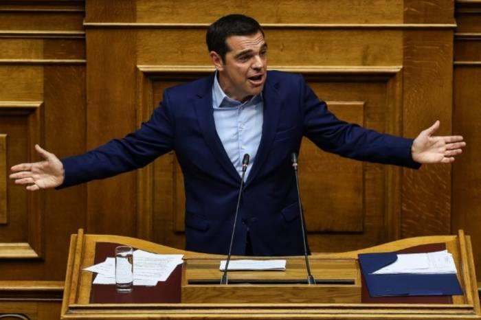 "Tsipras salue un ""accord historique"" sur la dette grecque"