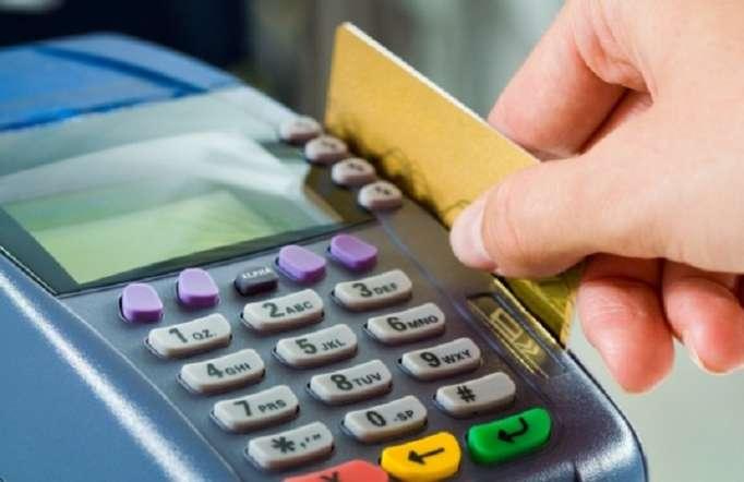 Banklar nağdsız ödənişlərin genişlənməsinin qarşısını alır