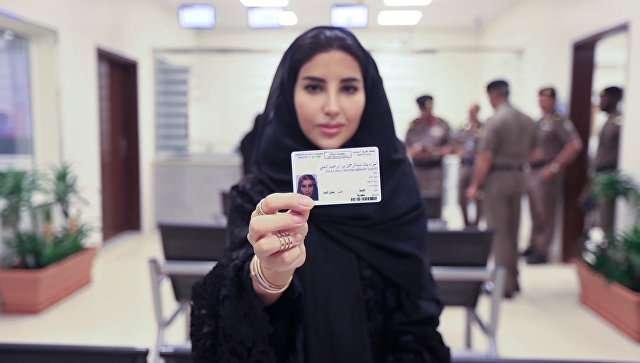 Ərəbistanda ilk dəfə qadınlara sürücülük vəsiqəsi verilib