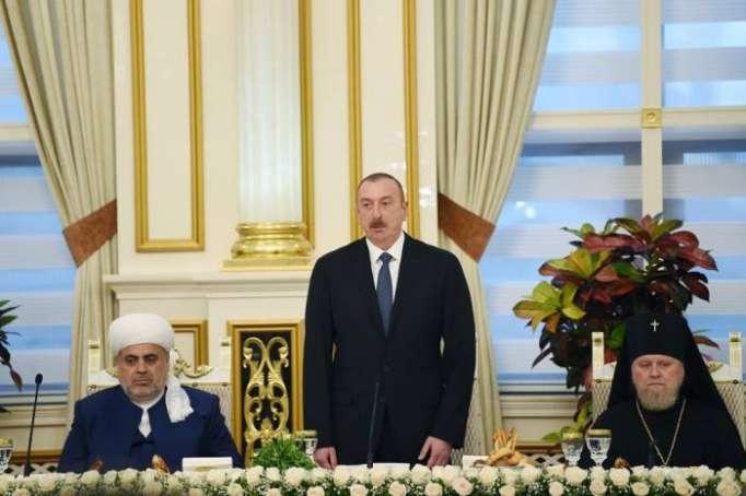 """İlham Əliyev: """"Müsəlman ölkələri Azərbaycanı dəstəkləyir"""""""