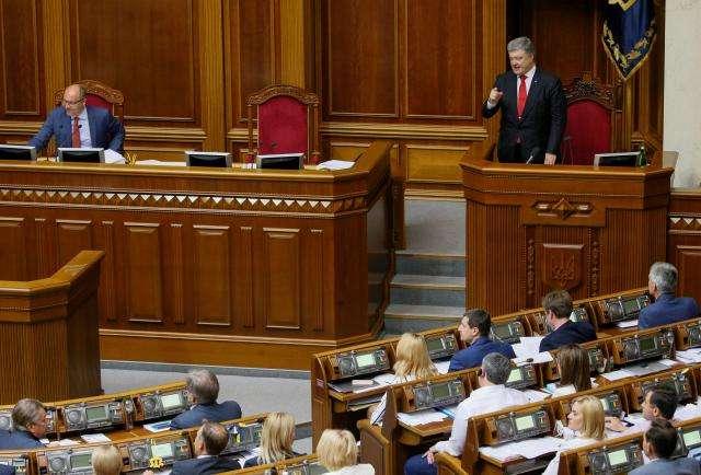 Ukraine passes corruption law in bid for more IMF aid