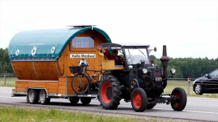 Aficionado alemán viaja al Mundial de Rusia en tractor