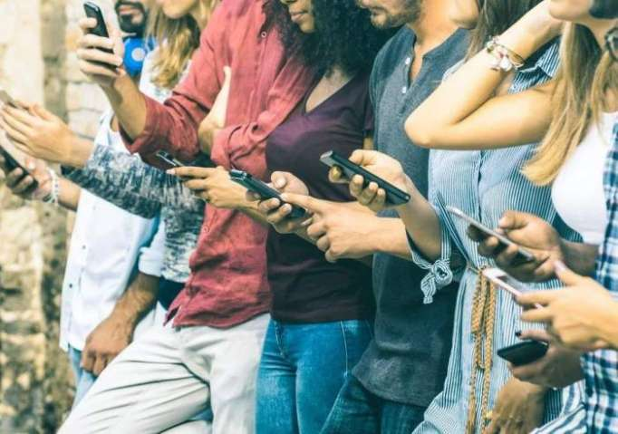 Social media is making millennials lonely, says Dr Ruth