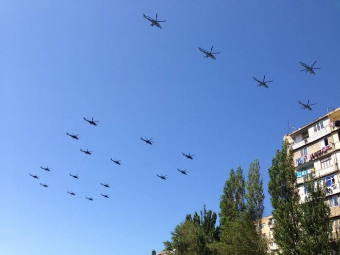 Aircraft and helicopters of Azerbaijani Armed Forces conduct flights in preparation for parade