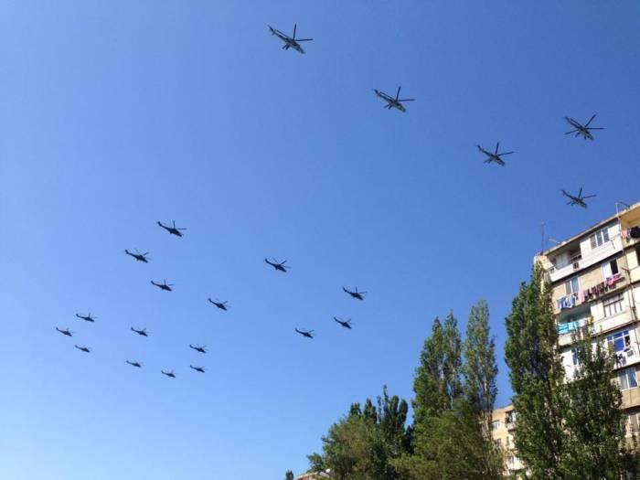 Fuerza Aérea de Azerbaiyán realiza vuelosen preparación para el desfile- Video