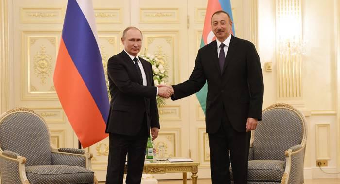 Ilham Aliyev se reúne con Putin