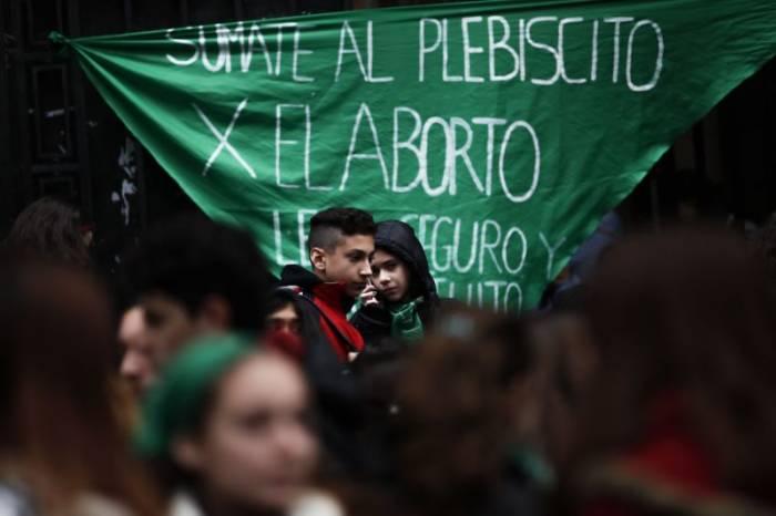 El Congreso argentino celebra una reñida votación sobre la despenalización del aborto