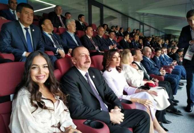 Prezident xanımı və qızı ilə dünya çempionatının açılışında - FOTOLAR