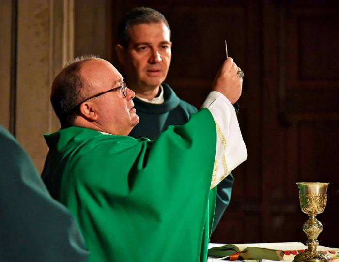 El papa Francisco pide perdón a fieles chilenos golpeados por escándalo sexual