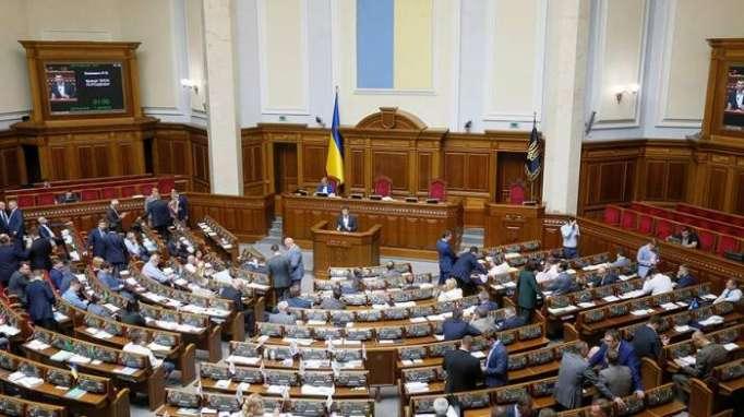 Ukrayna parlamentində əlbəyaxa dava – VİDEO