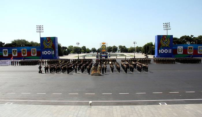 Baku hosts military parade on occasion of centenary of Azerbaijan