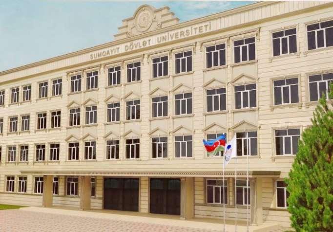 Sumqayıtda universitetin tavanı çöküb