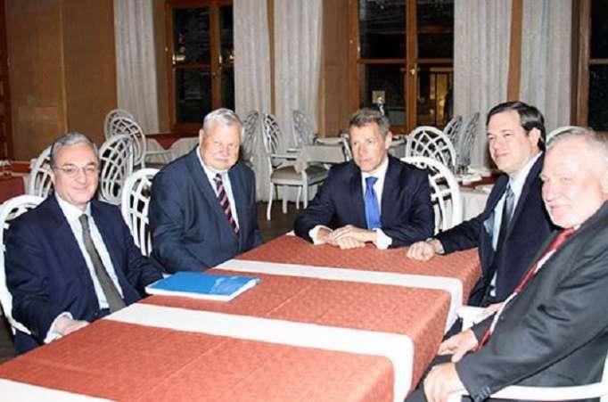 الرؤساء المشاركون في محادثات كاراباخ مع الوزير الأرمني