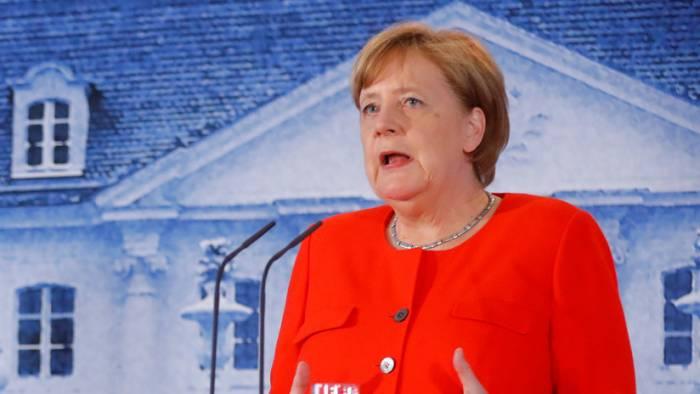 Merkel logra apoyos para impulsar campos de refugiados de la UE en África