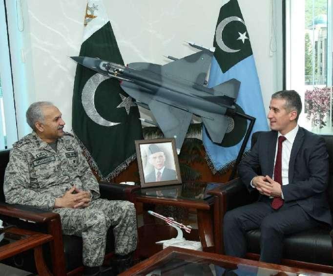 Pakistanla hərbi əməkdaşlıq müzakirə edildi