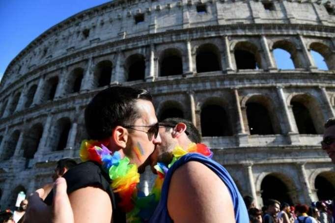 Gay Pride à Rome où un ministre nie l