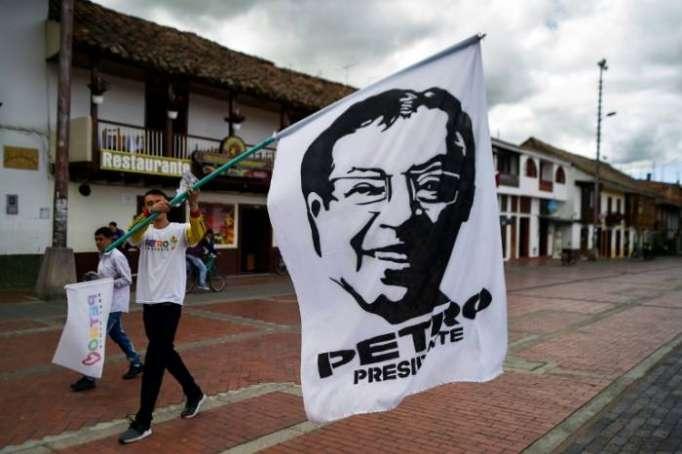 Présidentiellle en Colombie: duel inédit droite et gauche, la paix au milieu