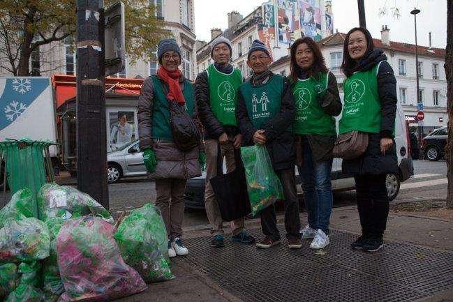 Paris : depuis 10 ans une association japonaise nettoie bénévolement les rues