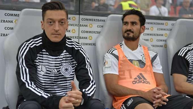 Weidel wettert gegen Özil und Gündogan