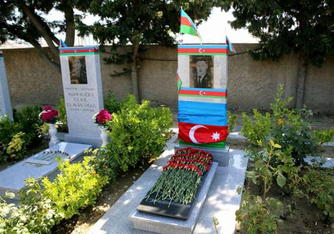 Mübariz İbrahimovun məzarı ziyarət edilib - FOTOLAR