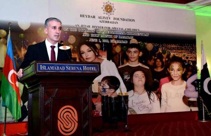 Mehriban Əliyeva Pakistanda uşaqları sevindirdi - FOTOLAR