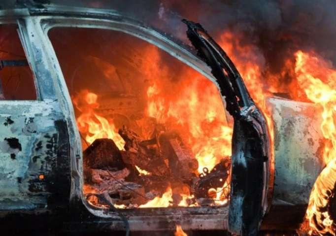 """Abşeronda yol qəzası - """"Land Rover"""" yandı"""