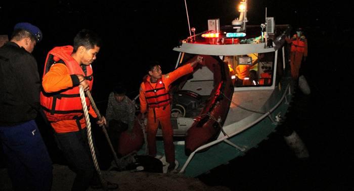 Se eleva a 180 el número de desaparecidos tras el naufragio de un ferri en Indonesia