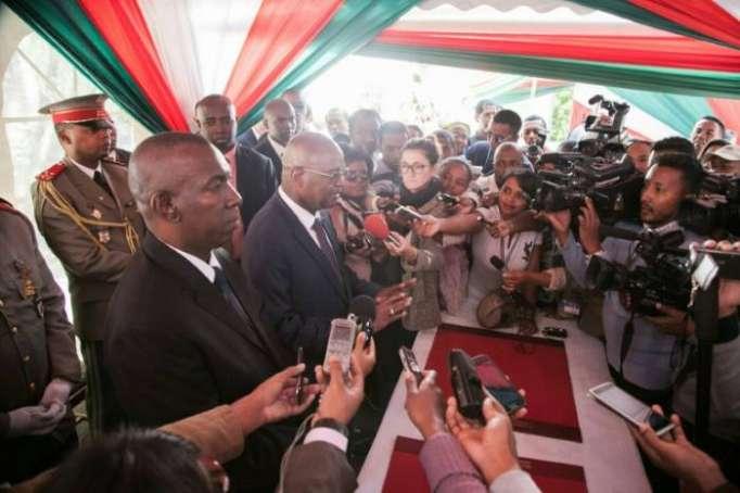 Renuncia primer ministro de Madagascar