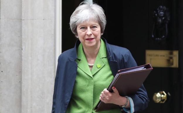 """May pide ayuda a Corbyn para solicitar a la UE una prórroga """"tan corta como sea posible"""" del Brexit"""